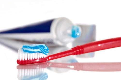 Sử dụng kem đánh răng